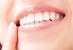 天然歯に近い自然な見た目